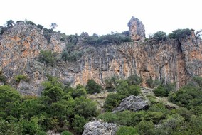 benahavis-cliff-2.jpg