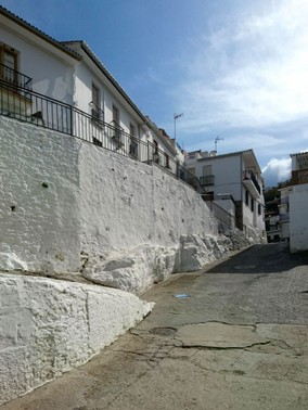 calle-with-wall.jpg